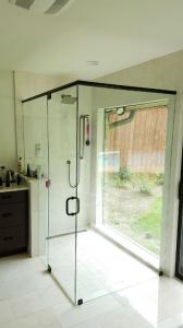 new-showerdoor-enclosure-20